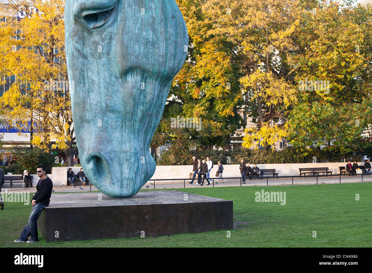 United Kingdom, London, Marble Arch, bronze sculpture called Horse at water by Nic Fiddian Green - Stock Image