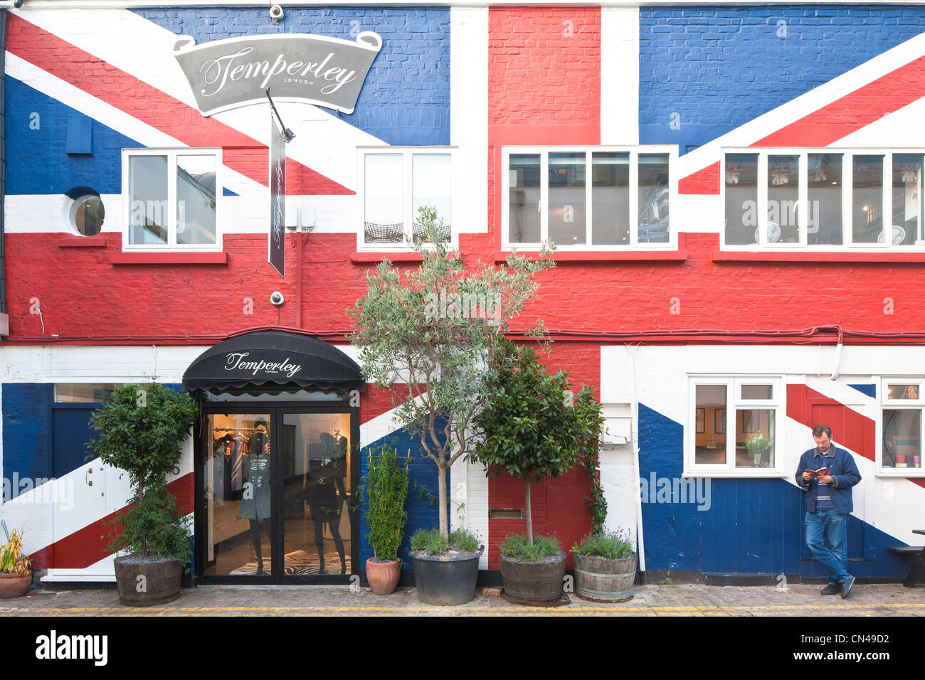 United Kingdom, London, Notting Hill, Temperley fashion store with Union Jack painted on the front - Stock Image