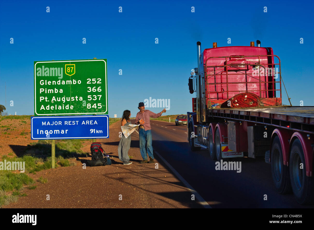 Australia, South Australia, Coober Pedy, hitchhiker - Stock Image