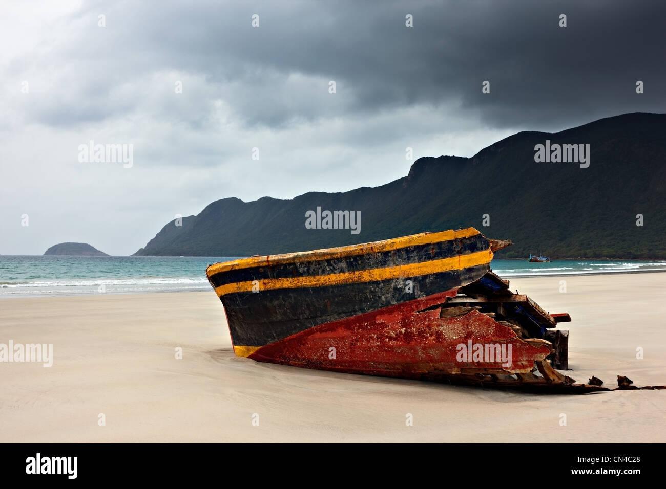 Ship wreck at Con Son Beach, Con Dao Island , Vietnam - Stock Image