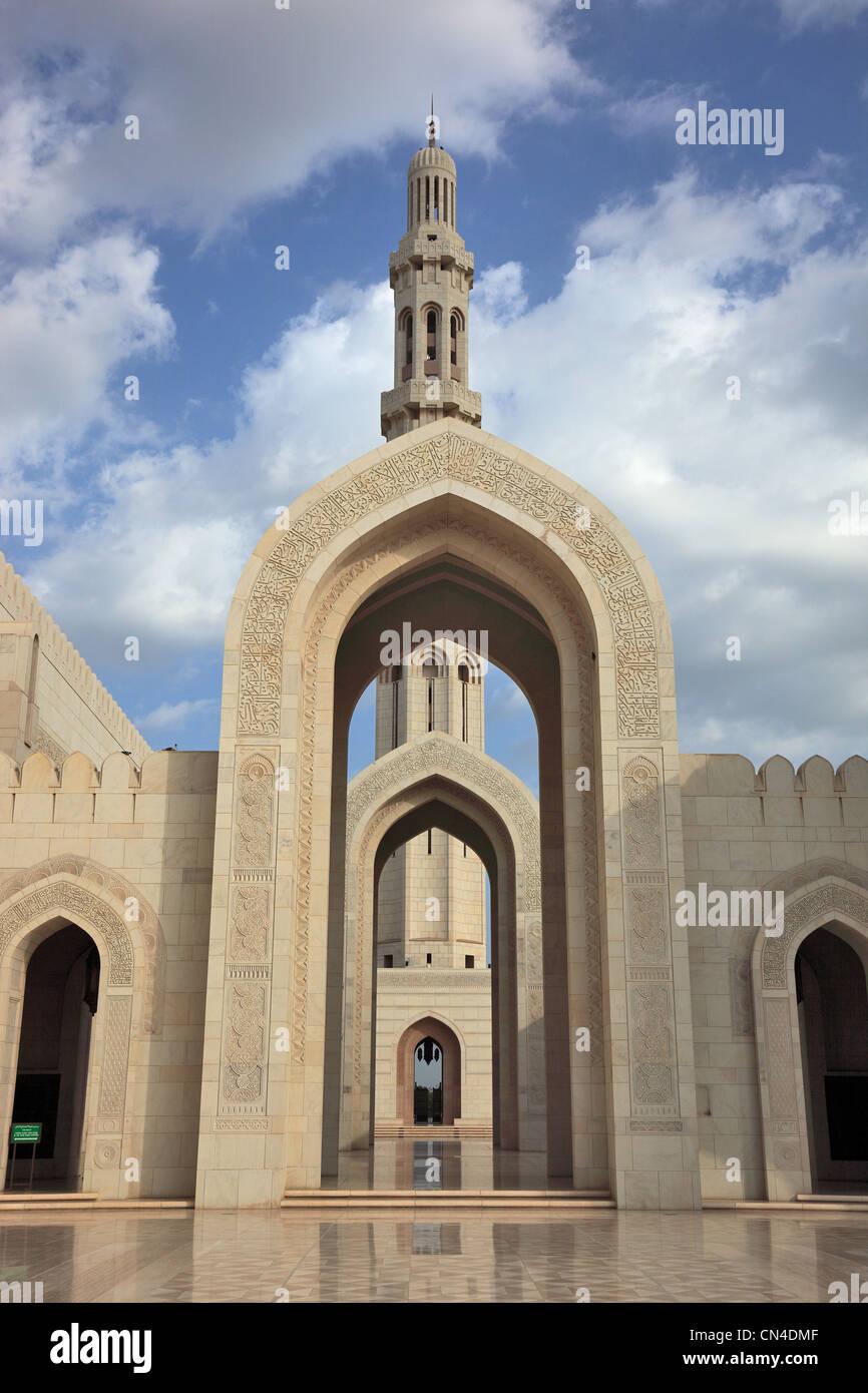 Die Große Sultan-Qabus-Moschee in Muscat ist die Hauptmoschee in Oman. Sie gilt als eines der wichtigsten Bauwerke - Stock Image