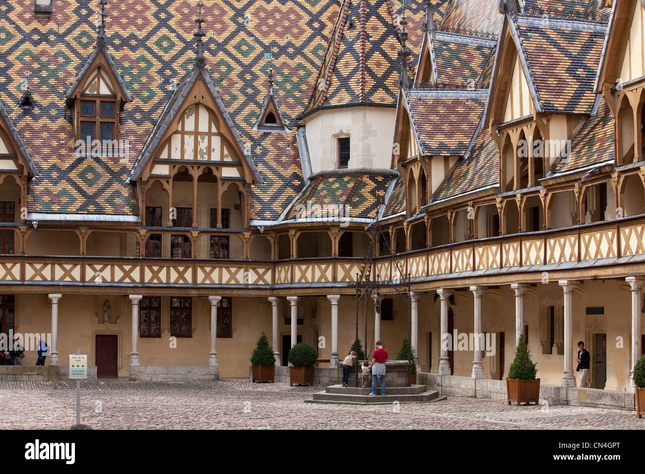France, Cote d'Or, Beaune, the Hospices de Beaune, Hotel Dieu museum, colorful glazed tile roof - Stock Image