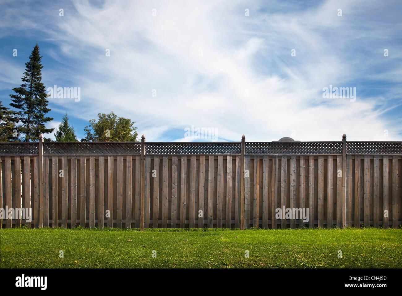 Wooden garden fence - Stock Image