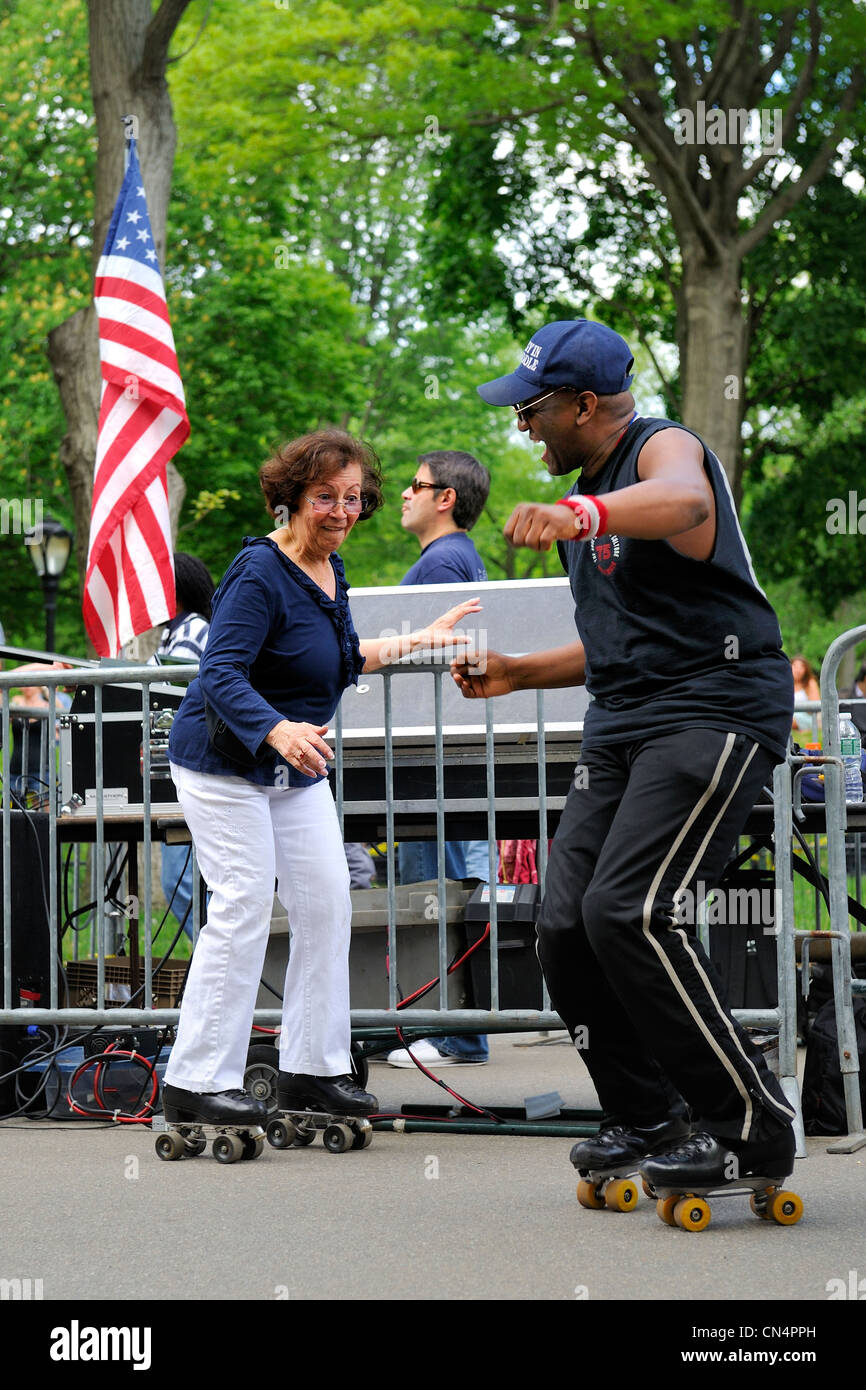 United States, New York, Manhattan, Central Park, dance skaters - Stock Image
