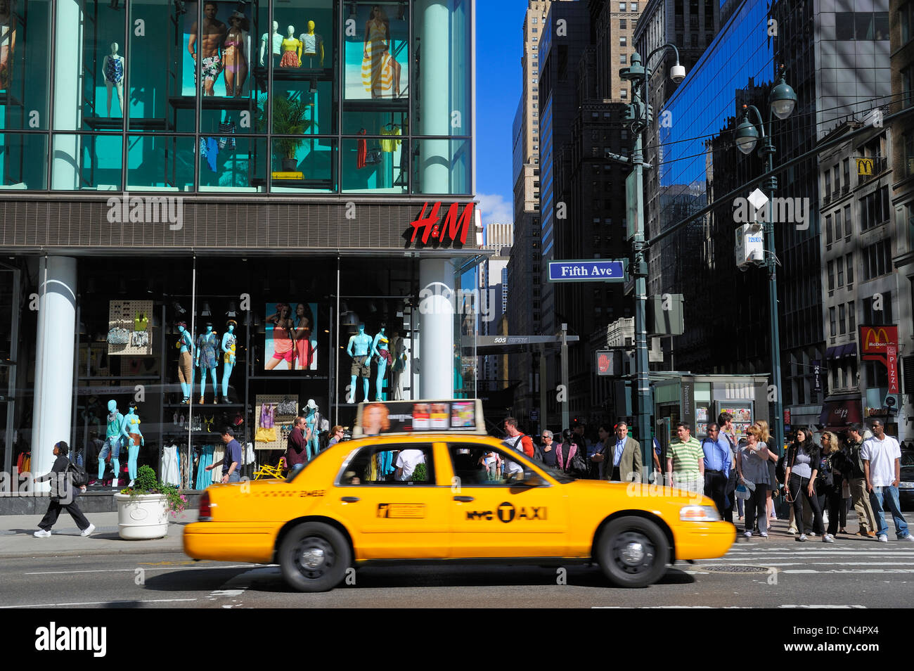 United States, New York, Manhattan, Midtown, 5th Avenue and 42nd Street - Stock Image