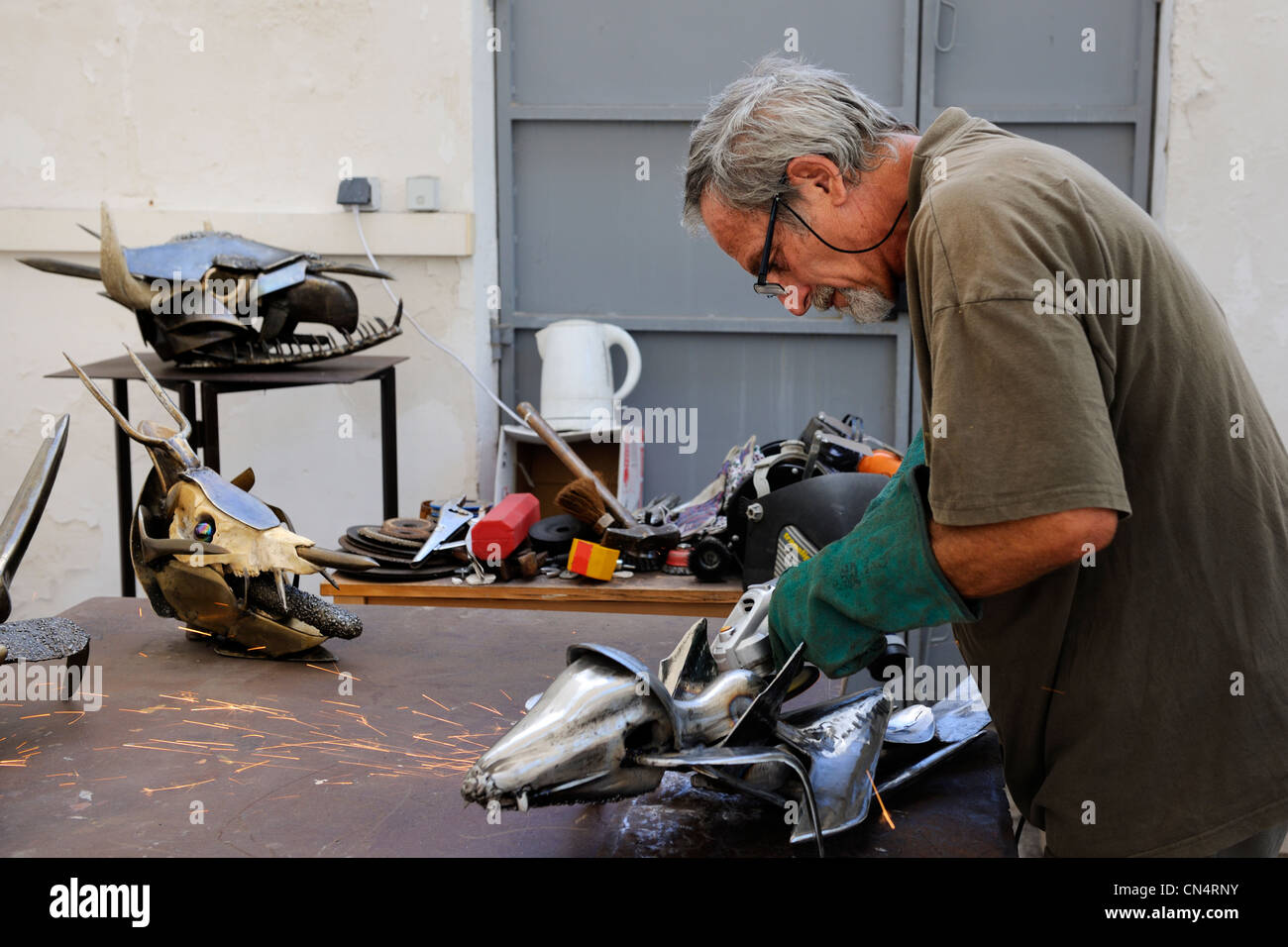 France, Herault, Beziers, the sculptor Serge Homs in his studio at the Villa Antonine - Stock Image