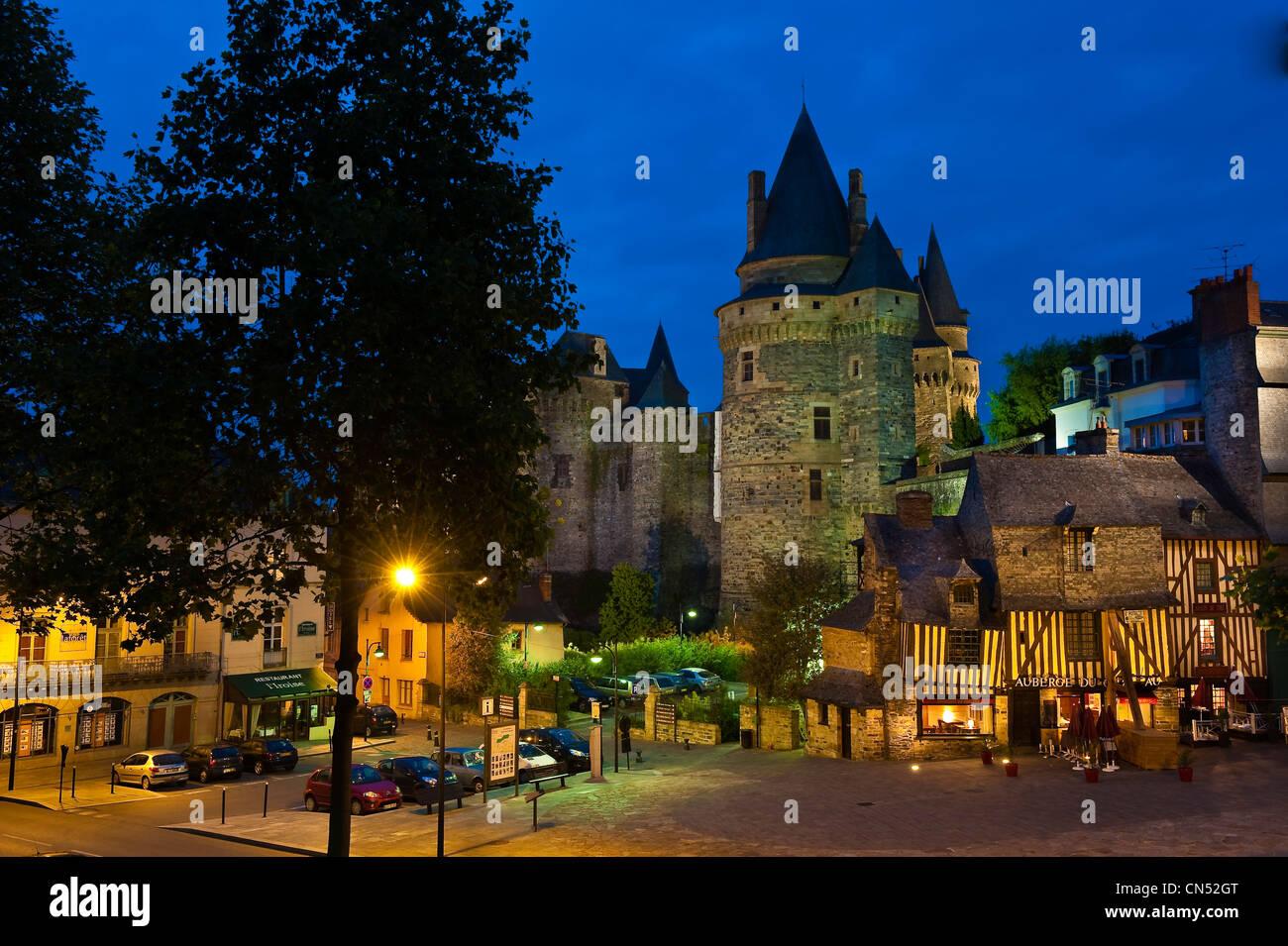 France, Ile et Vilaine, stop on the Way of St James, Vitre castle and Embas street - Stock Image