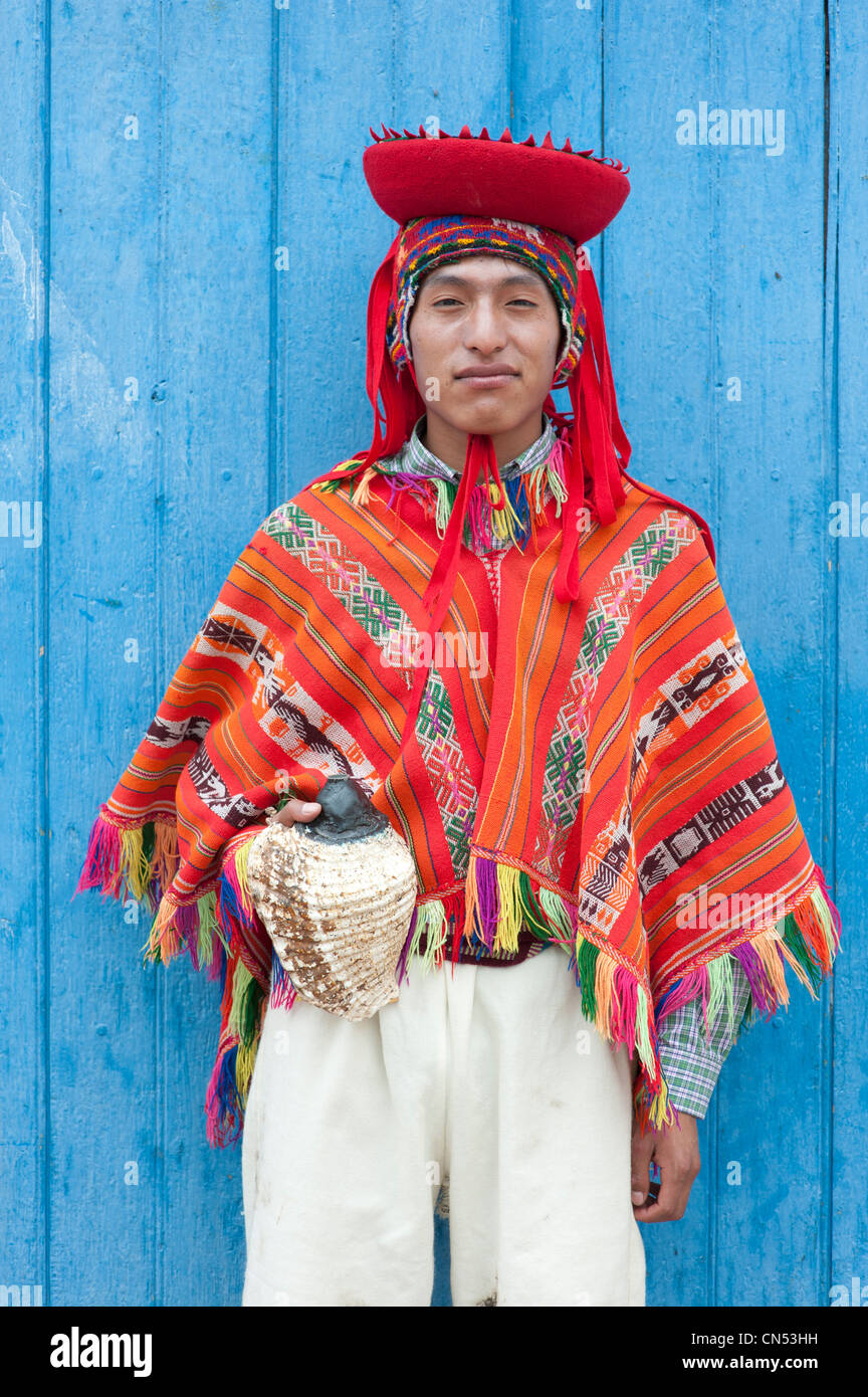 Peru, Cuzco Province, Huaro dancer in traditional costume for the festival of maize, Sara Raymi - Stock Image