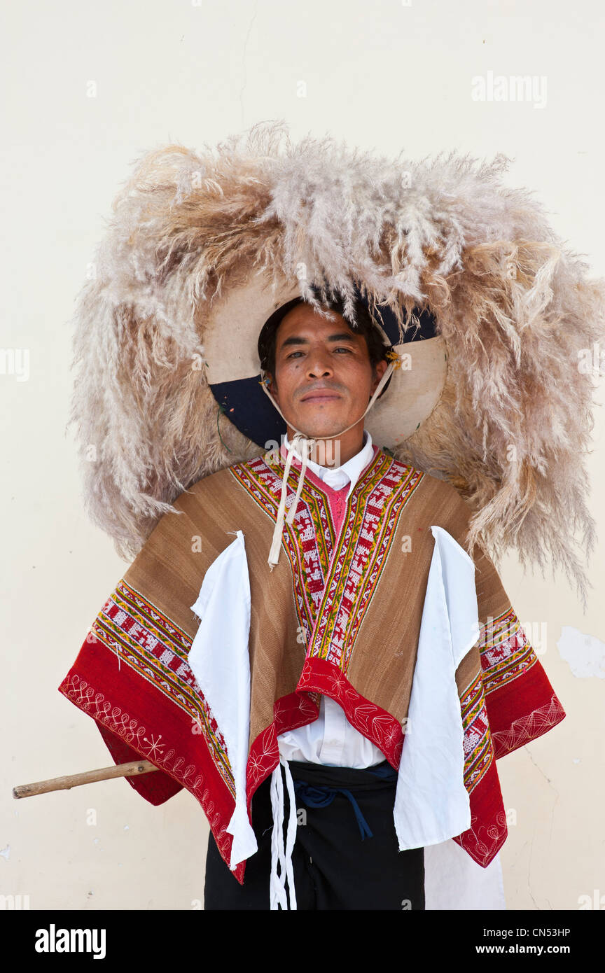 Peru, Cuzco Province, Huaro, dancer in traditional costume for the corn feast, Sara Raymi - Stock Image