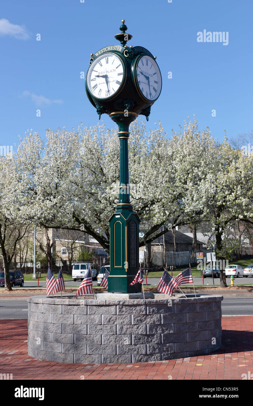 A 4-faced pedestal clock, dedicated to the Veterans of Westchester County, in White Plains, New York. - Stock Image