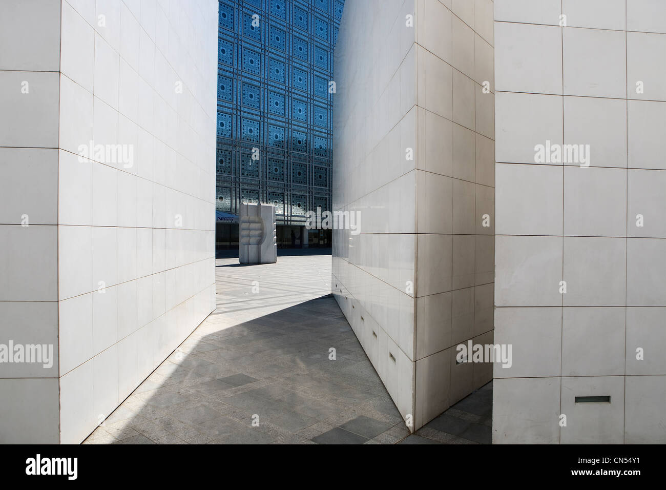 France, Paris, the Intitut du Monde Arabe (Arabic Institute) by the architect Jean Nouvel and architecture studio - Stock Image