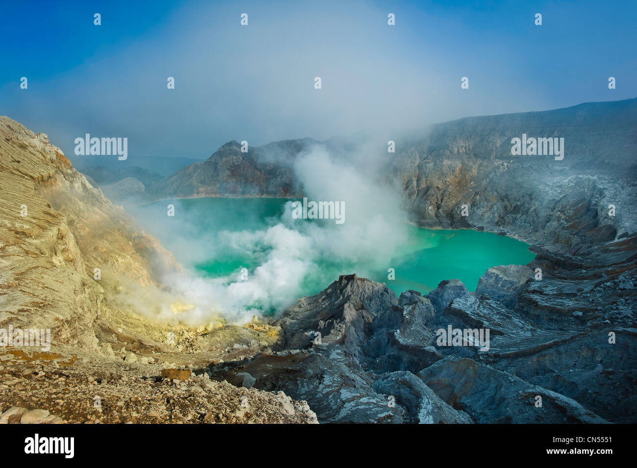 Indonesia, Java, East Java Province, Mining Sulfur by hand in Kawah Ijen volcano (2500m), one of the last places - Stock Image