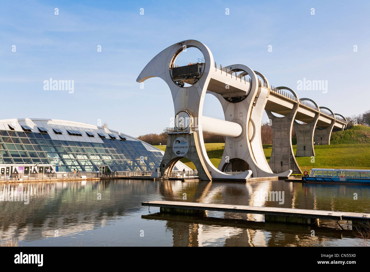 The Falkirk Wheel boat lift on the Union Canal, Falkirk, Scotland. - Stock Image
