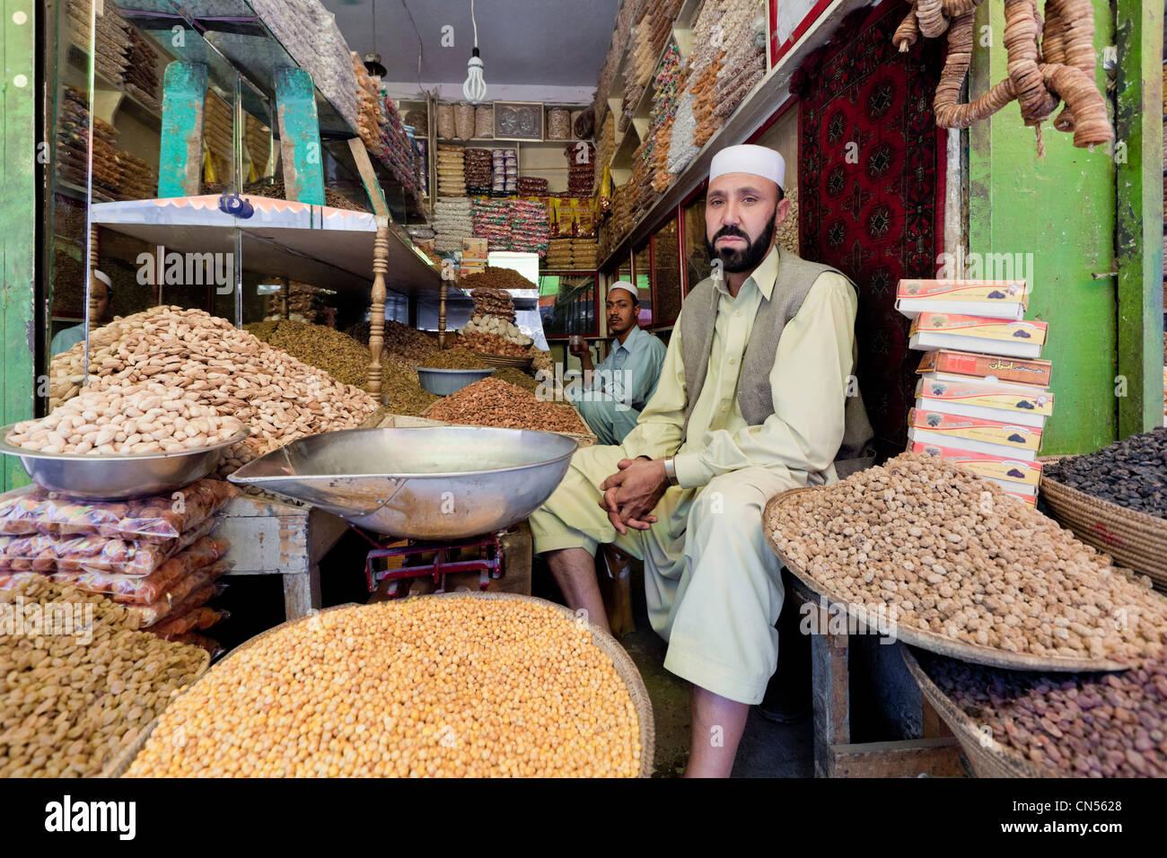 Afghanistan, Kabul, Chahari Sadarat, lentils seller - Stock Image