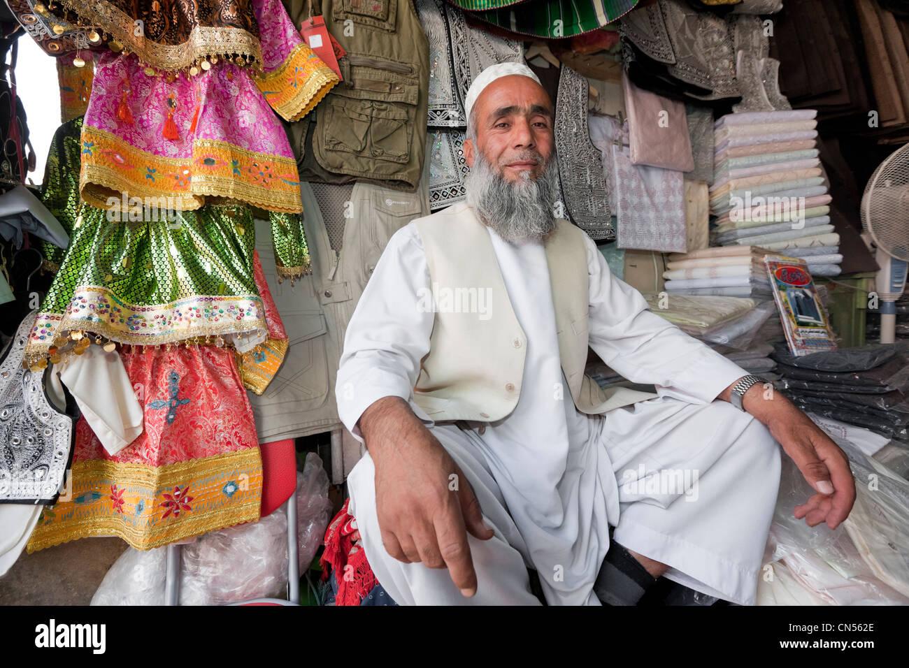 Afghanistan, Kabul, Chahari Sadarat, proud clothes seller - Stock Image