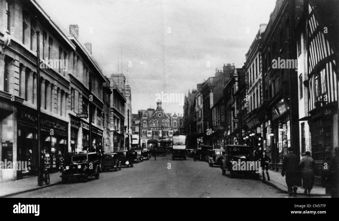 Shopping, Victoria Street, Wolverhampton, 1930s. Cars parked along the street in front of the shops. View of The - Stock Image