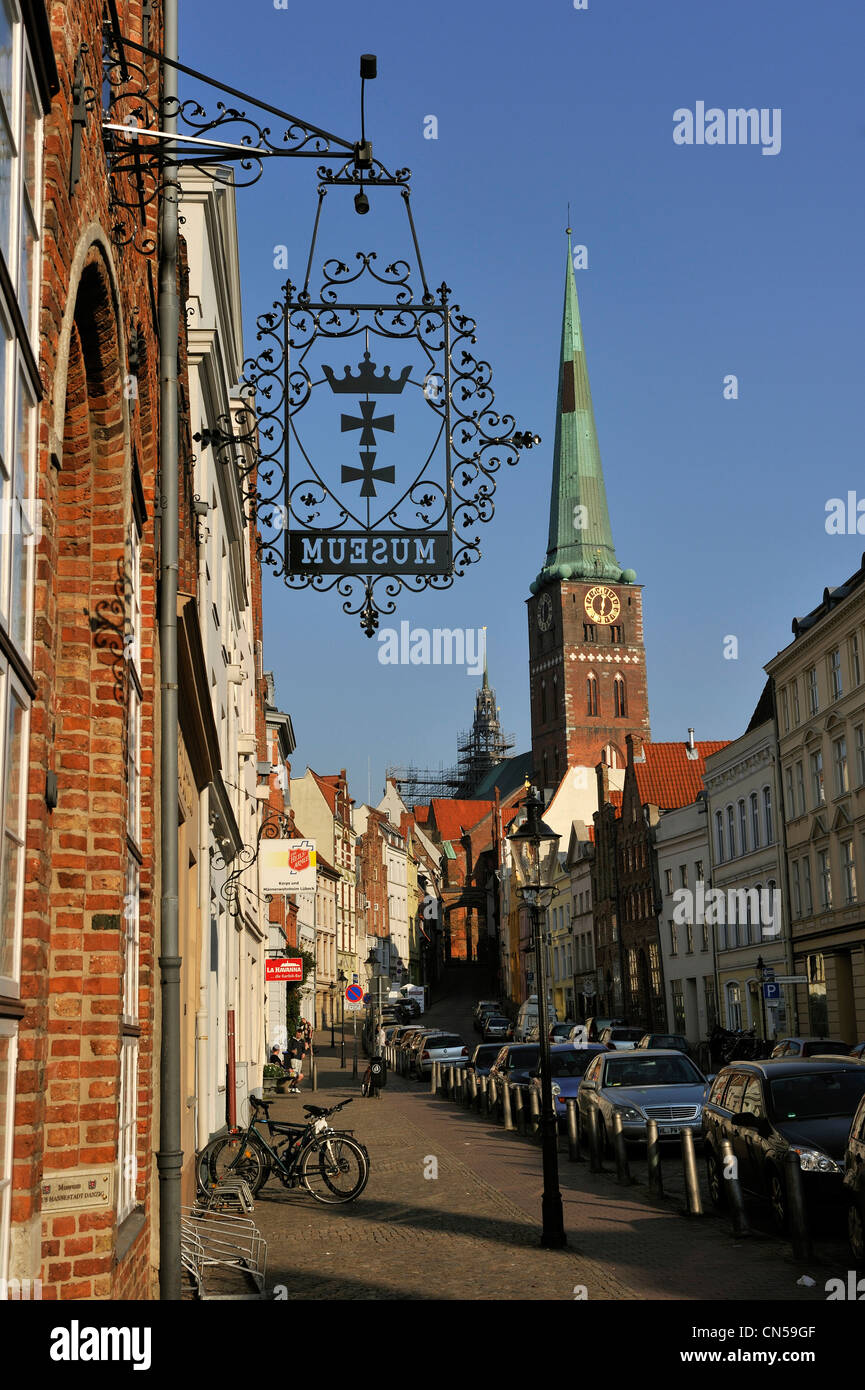 Germany, Schleswig Holstein, Lubeck, listed as World Heritage by UNESCO, Engelsgrube and Jakobikirche - Stock Image
