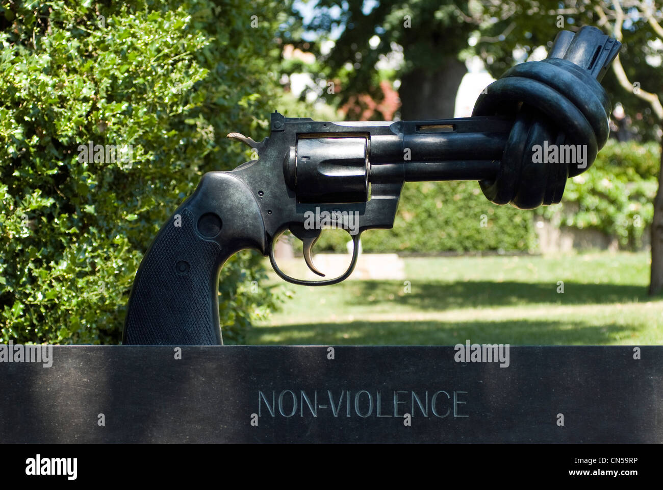 Switzerland, Canton of Vaud, Lausanne, Olympic museum in Lausanne, Carl Fredrik Reutersward sculpture entitled Nonviolence - Stock Image