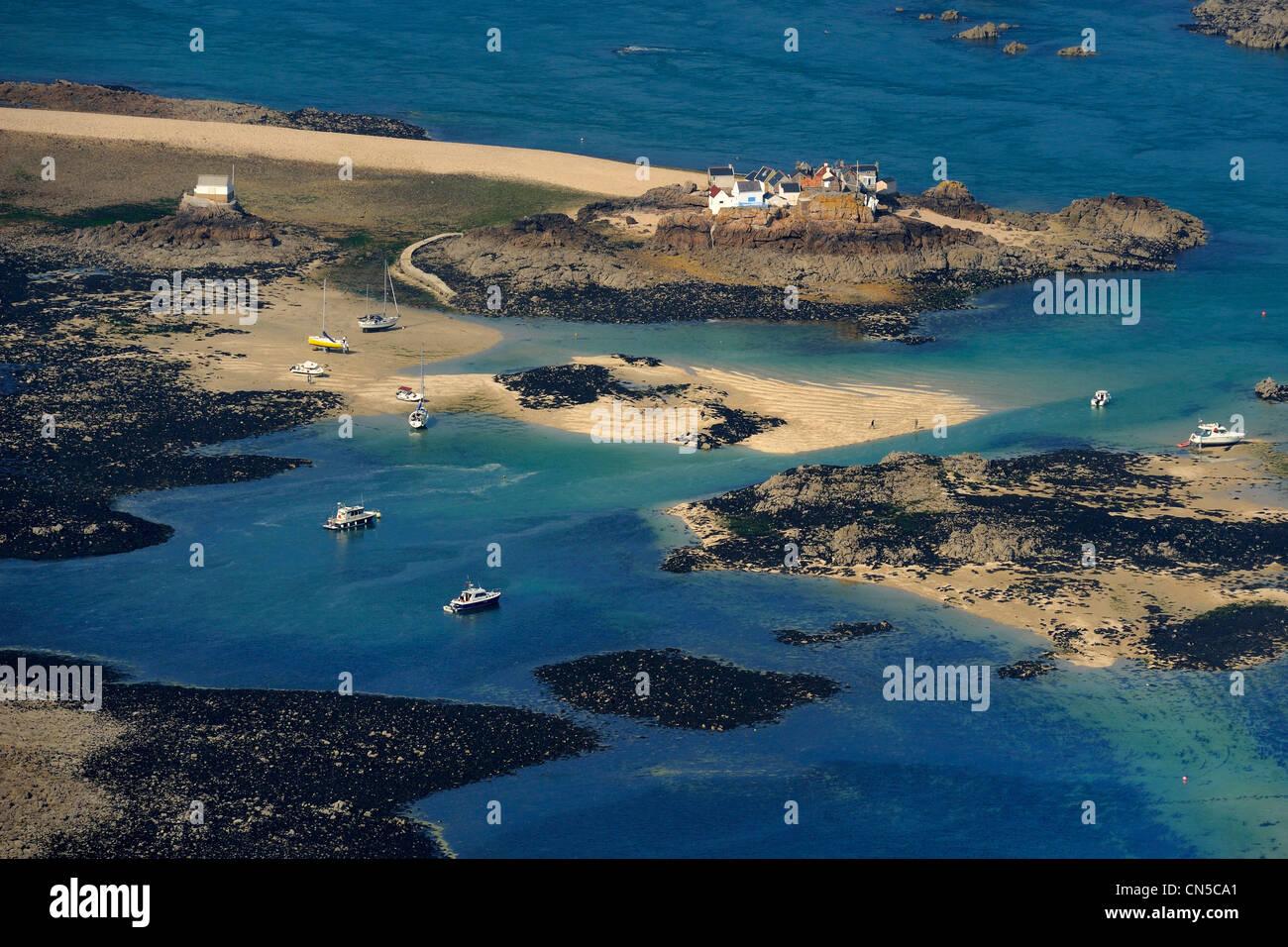 United Kingdom, Channel islands, Jersey island, the Ecrehou islands at low tide, fishermen's houses Stock Photo
