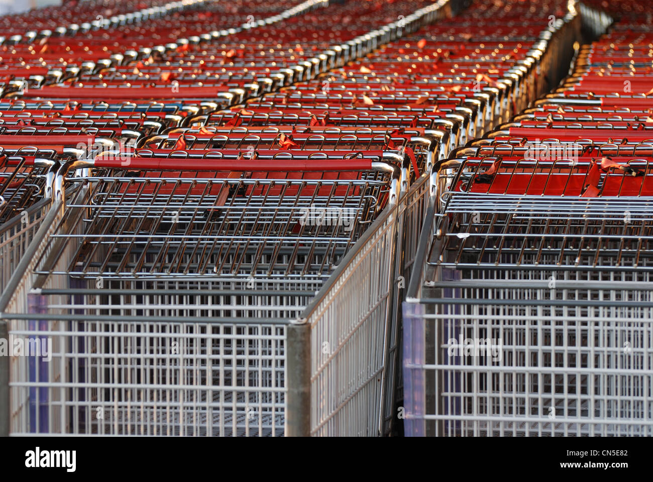 Shopping cart outside mall - Stock Image