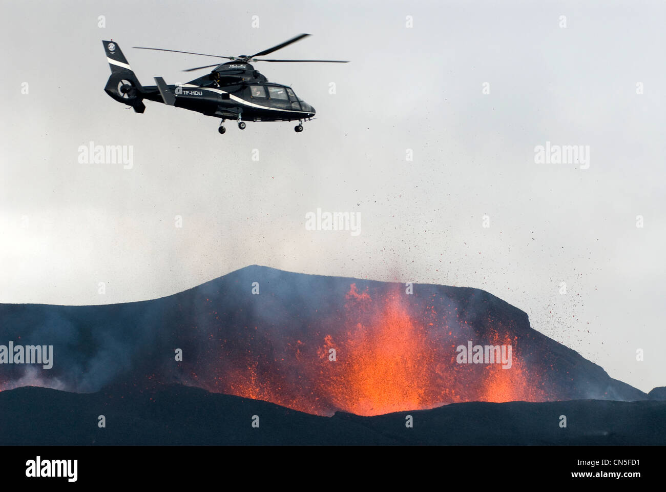 Iceland, Sudurland Region, helicopter flying over the Fimmvorduhals Volcano, volcanic eruption between the Glacier - Stock Image