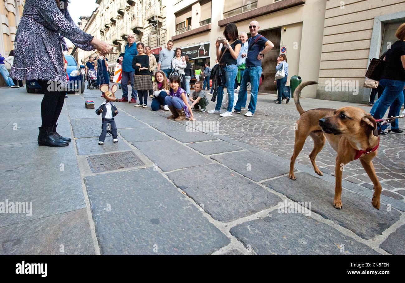 Europe Italy Piedmont Torino Via Lagrange street performer - Stock Image