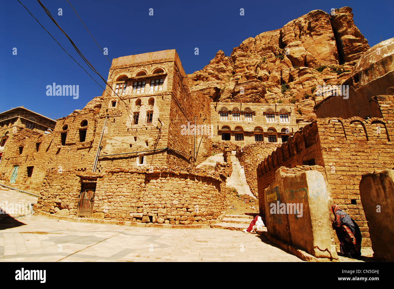 Yemen, Amran Governorate, woman in the historic centre - Stock Image