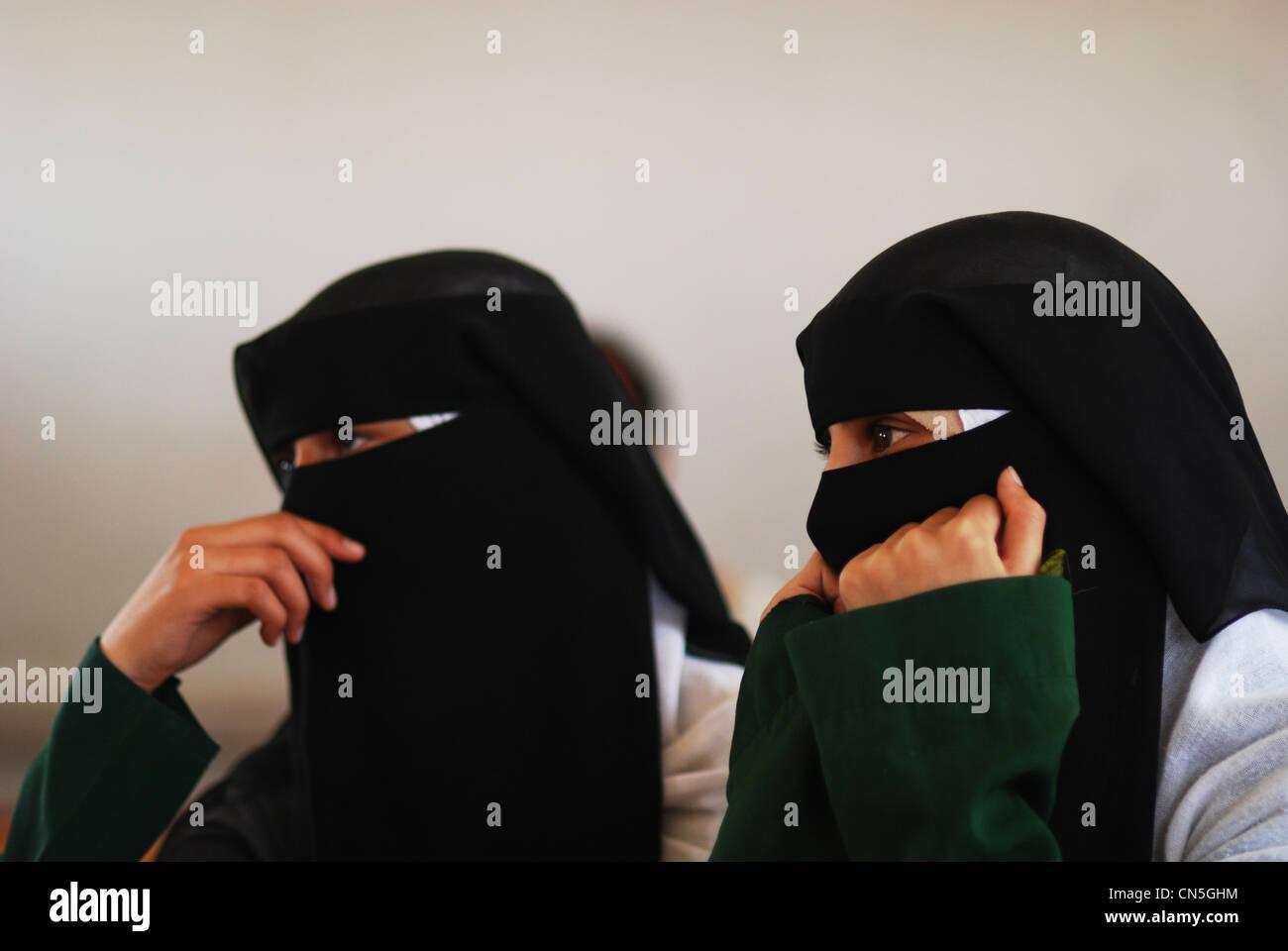 Yemen, Sanaa Governorate, Sanhan, close-up of schoolgirls wearing burka - Stock Image