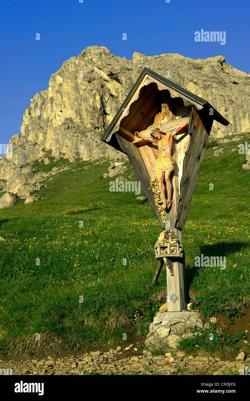 Italy, Trentino-Alto Adige, autonomous province of Bolzano, Dolomites, chapell near the Passo Pordoi and the Gruppo - Stock Image