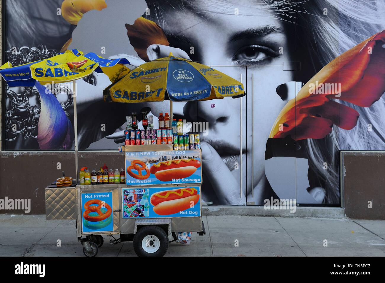 United States, New York City, Manhattan, Meatpacking District (Gansevoort Market), Street Food Vendor of hot dog - Stock Image