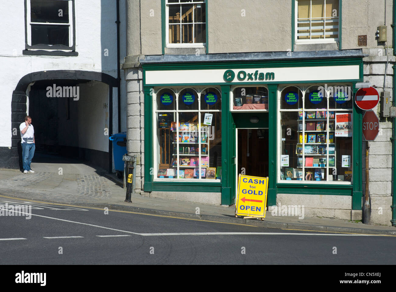 Oxfam shop in Ulverston, Cumbria, with sign reading cash for gold - Stock Image