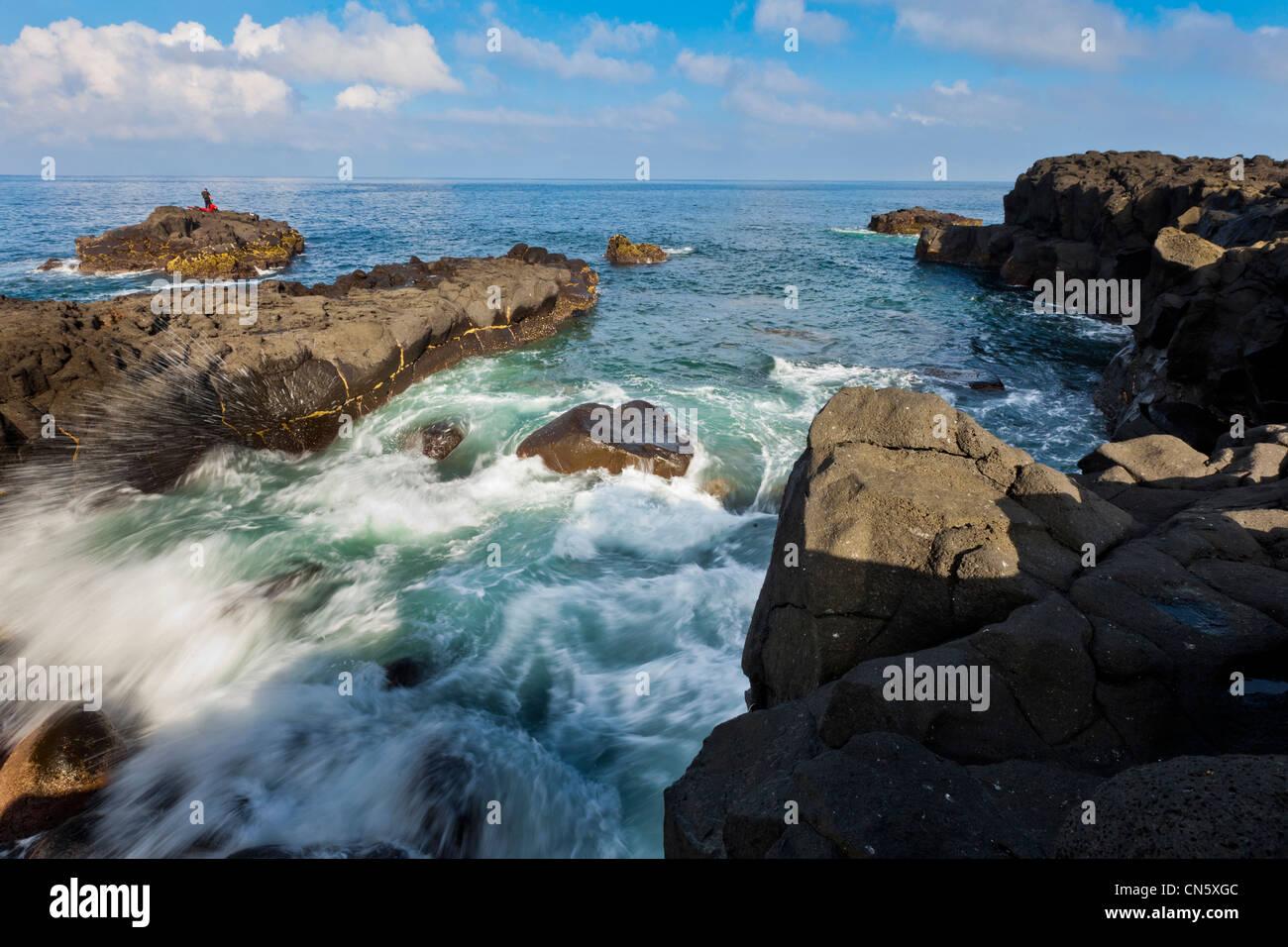 South Korea, Jeju Province, powerful waves beating the coast of the Mara Island - Stock Image