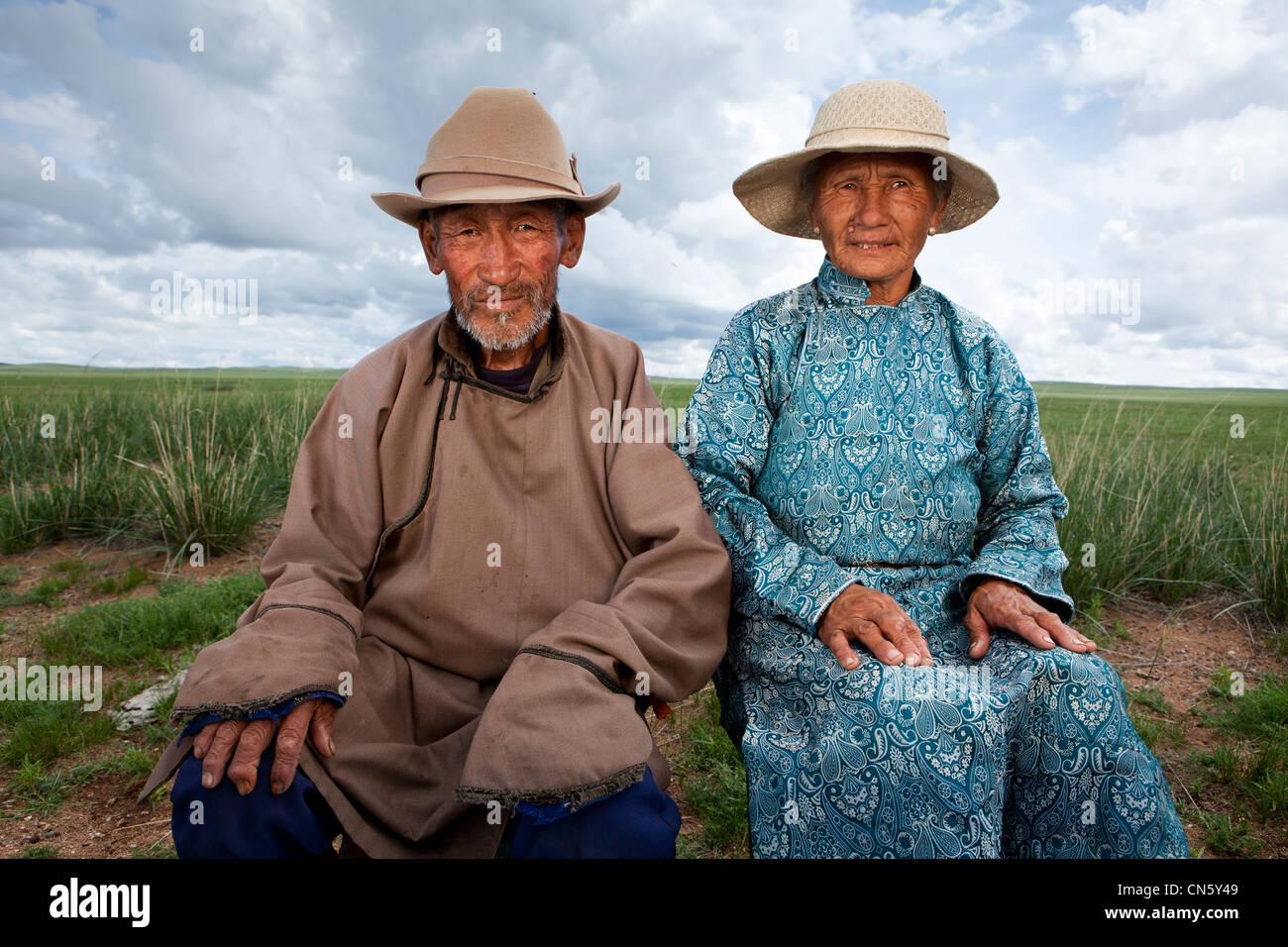 old-man-and-woman-take-pose-khuduu-aral-