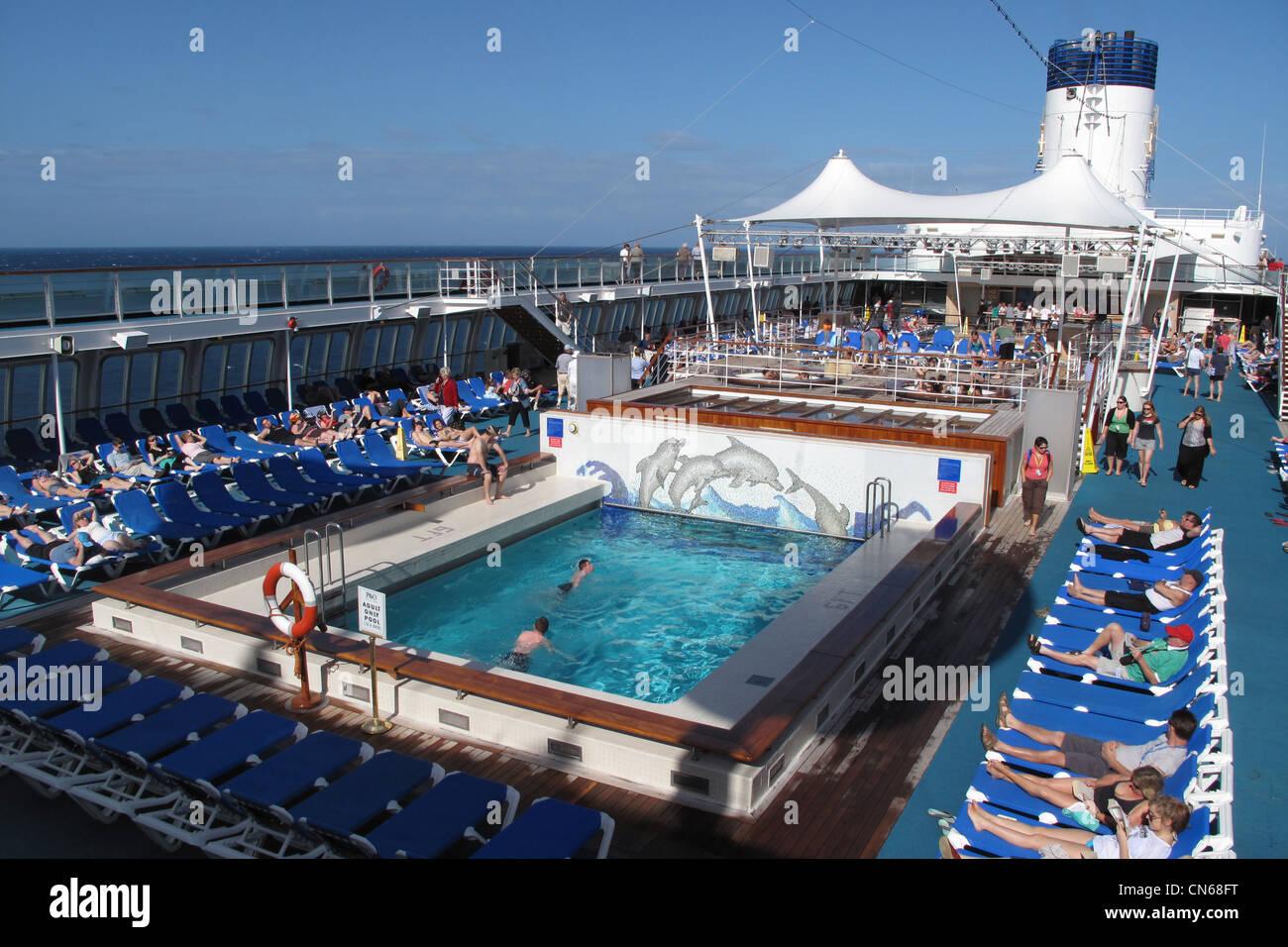 P And O Cruise Ship Pacific Dawn Stock Photo 47466940 Alamy