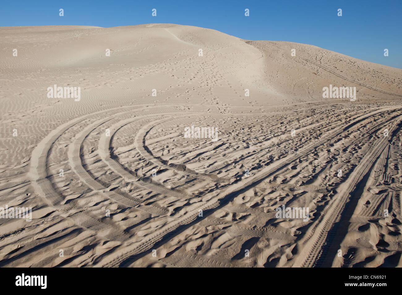 Tire marks over sand Eyre Peninsula South Australia - Stock Image