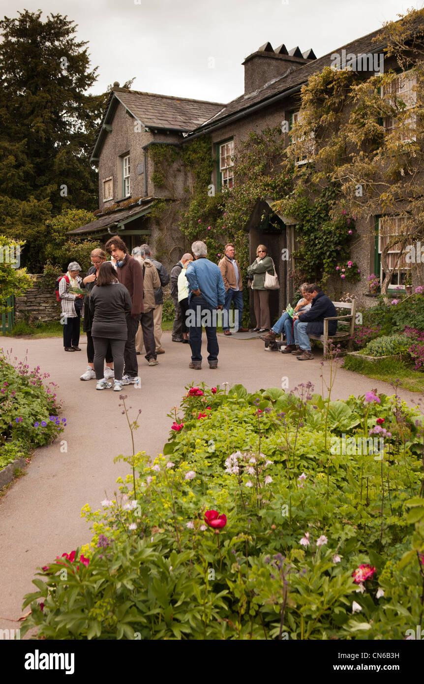 UK, Cumbria, Near Sawrey, visitors at Hill Top Farm, Beatrix Potter's home Stock Photo