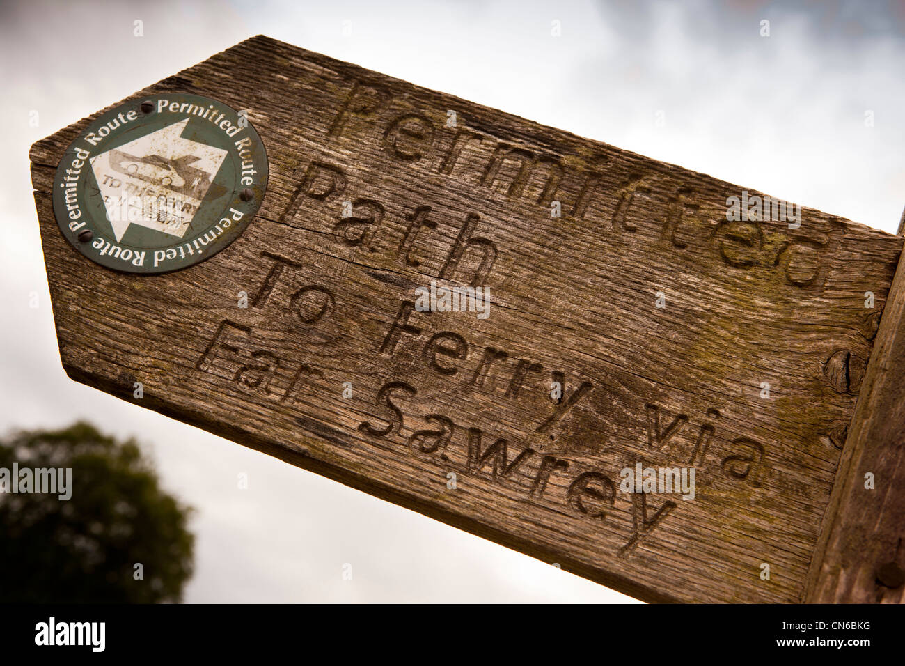 UK, Cumbria, Near Sawrey, permitted path to Far Sawrey and Bowness ferry wooden signpost with Japanese language - Stock Image