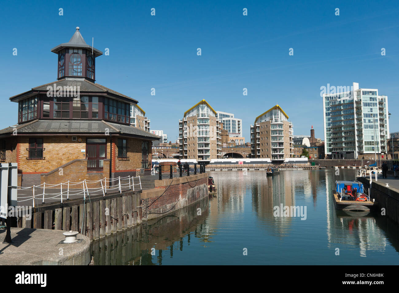 Modern apartments on Limehouse Basin, Tower Hamlets, London, England. - Stock Image