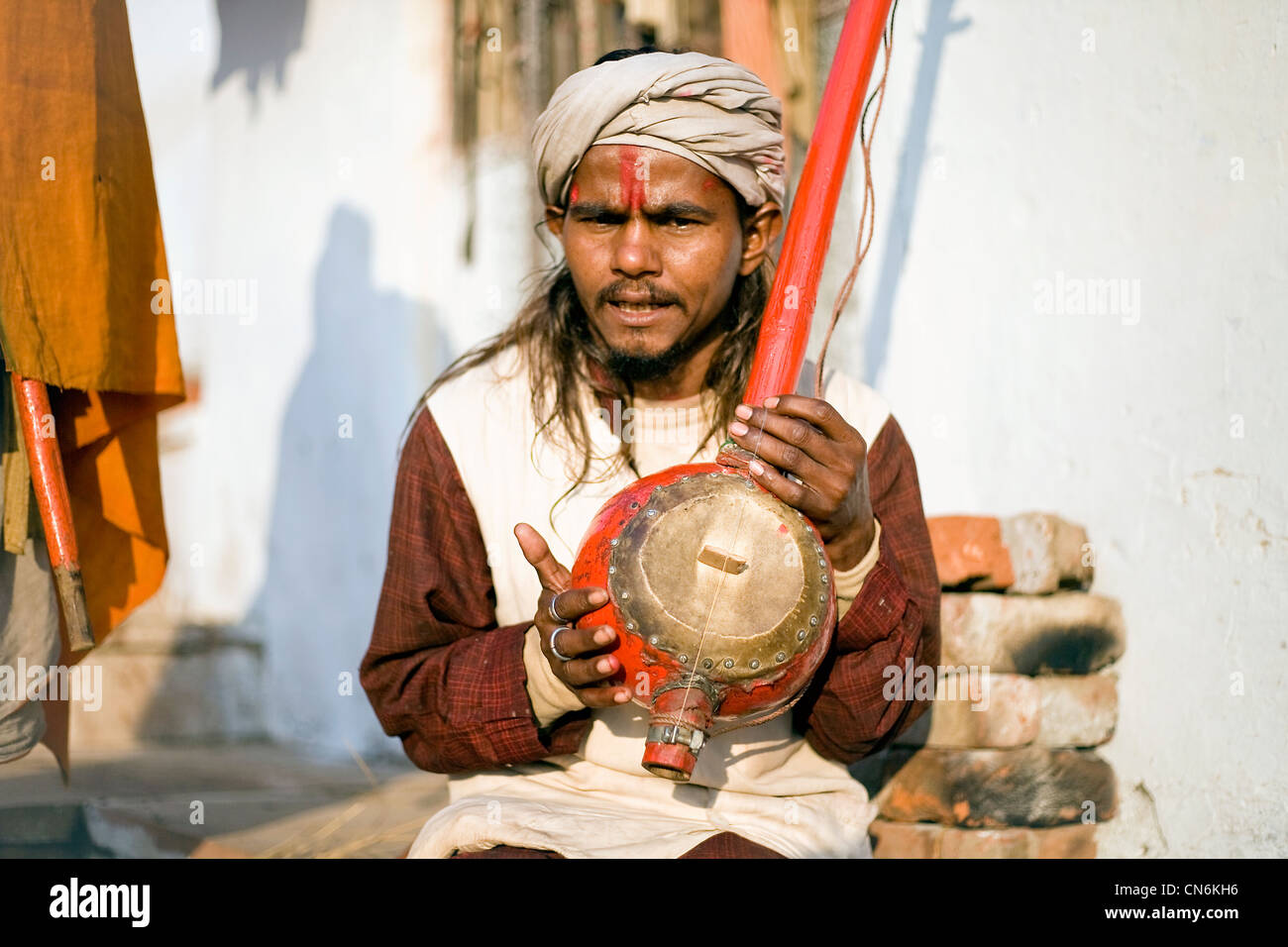 Sadhu musician performing during Pushkar Camel fair - Stock Image