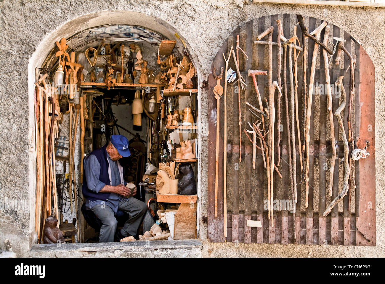 Europe Italy Abruzzo L'Aquila Province Scanno artisan at work in his laboratory - Stock Image
