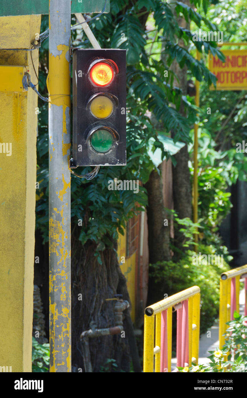 Primitive Red Traffic Light, Puerto Galera, Oriental Mindoro, Philippines, Southeast Asia - Stock Image