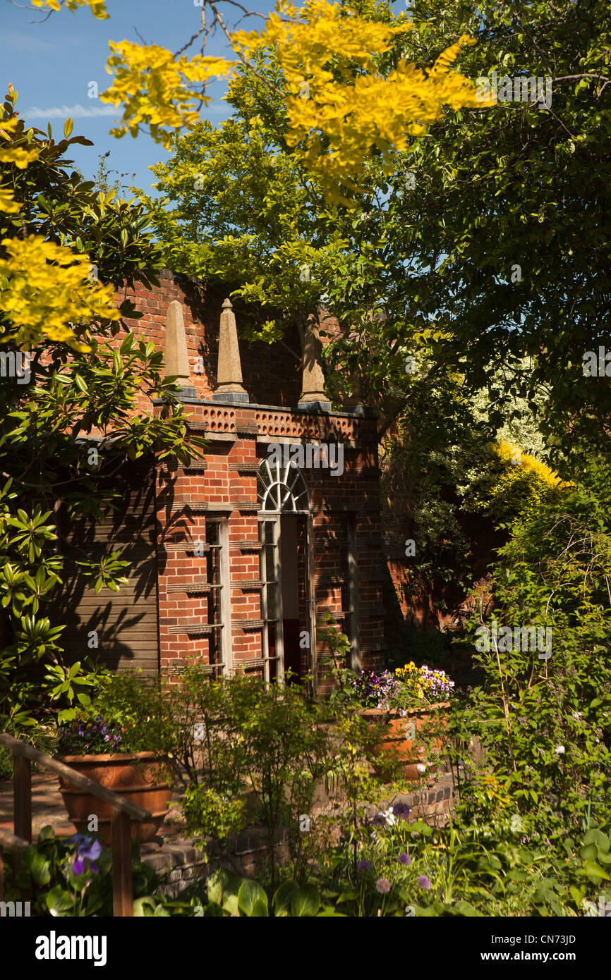 UK, England, Worcestershire, Worcester, Friar Street, The Greyfriars, Tudor merchant's house garden - Stock Image