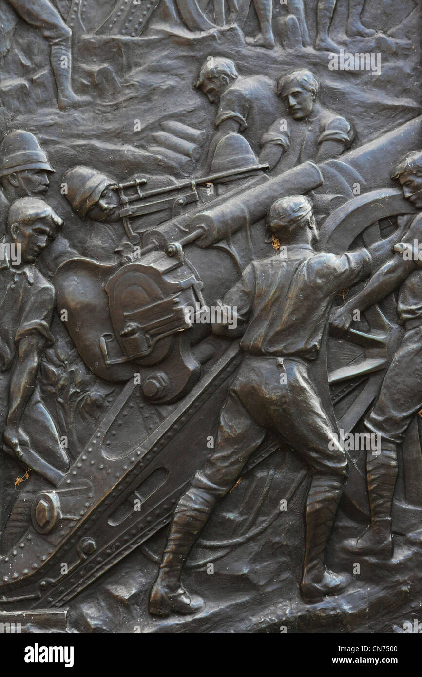Bas relief frieze scene showing the Royal Artillery regiment in action on the regiment's South African War memorial - Stock Image