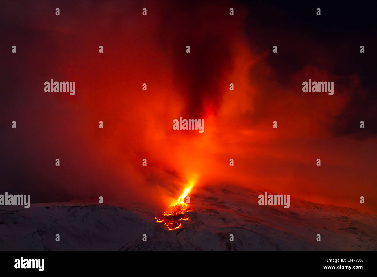 Eruption of Mount Etna, 8-9 February 2012, viewed from Santa Venerina, Sicily, Italy - Stock Image