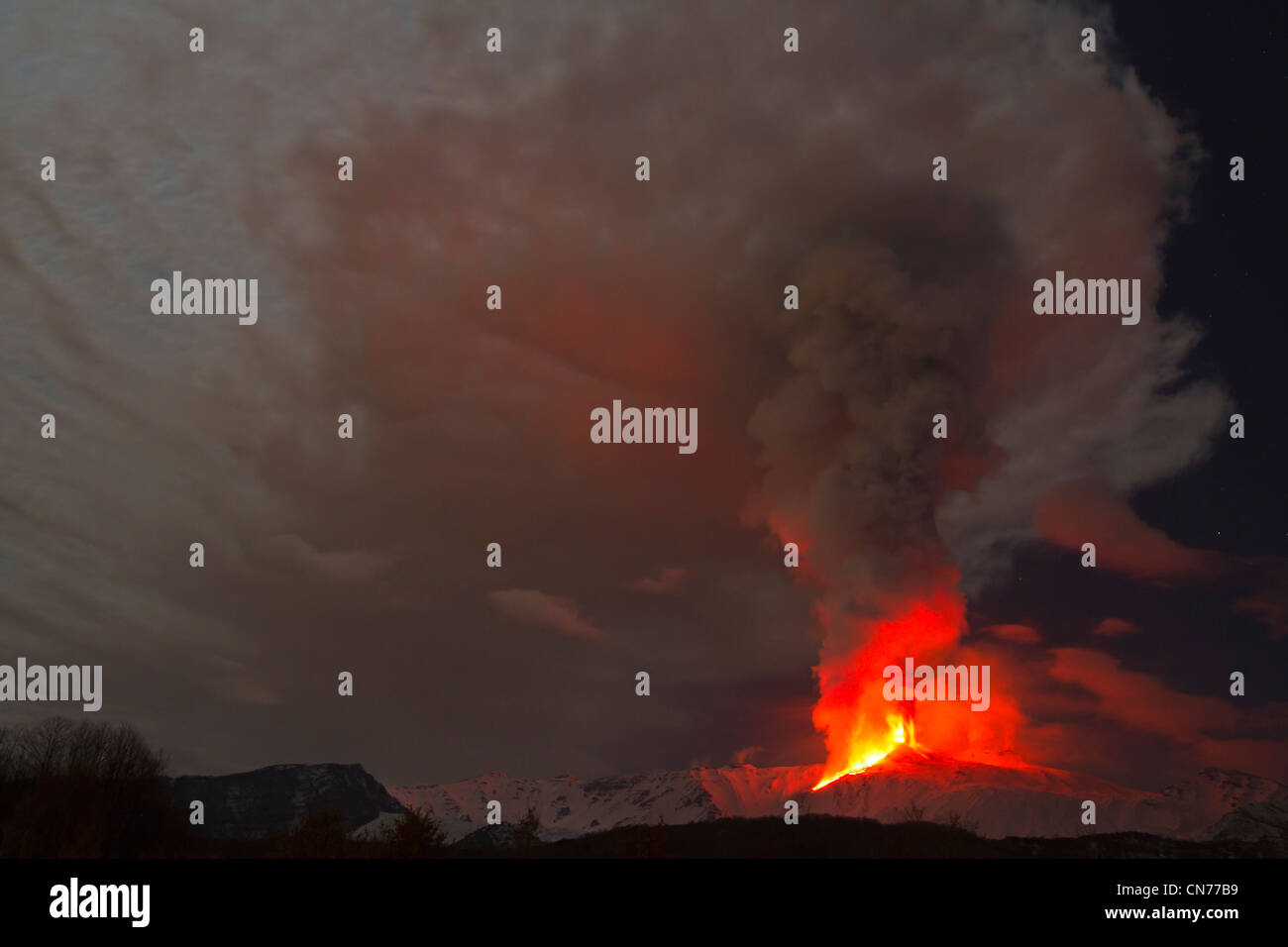 Eruption of Mount Etna, 8-9 February 2012, viewed from Milo, Sicily, Italy - Stock Image