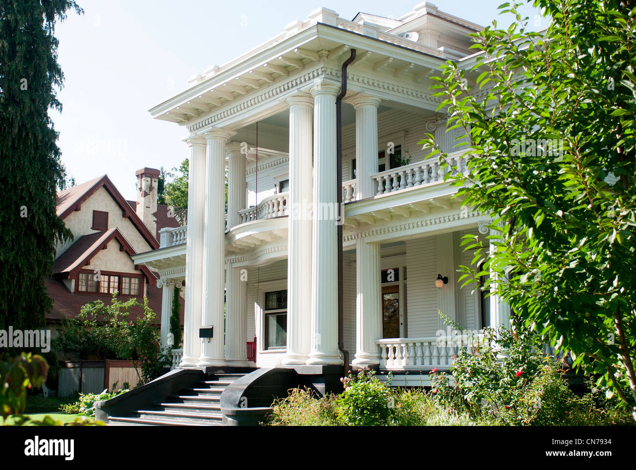 Giant mansion on small lot on palouse street walla walla for Build on your lot washington state