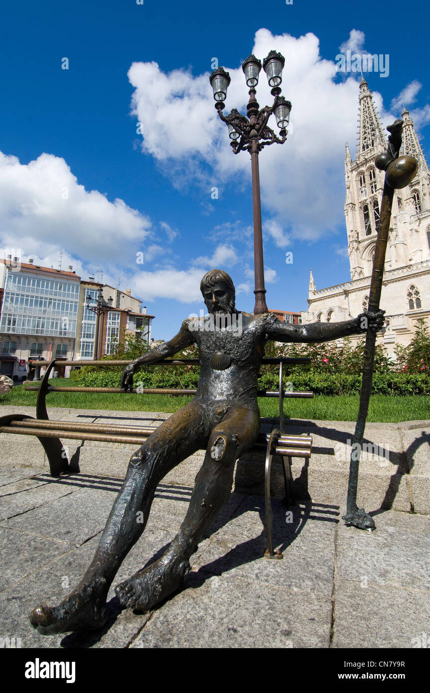 Spain, Castile and Leon, Burgos, statue of the Santiago pilgrim, in front of the cathedral - Stock Image