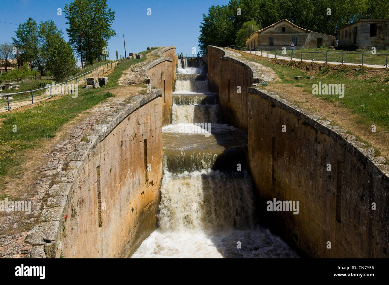 Spain, Castile and Leon, Fromista, a stop on el Camino de Santiago, royal locks - Stock Image