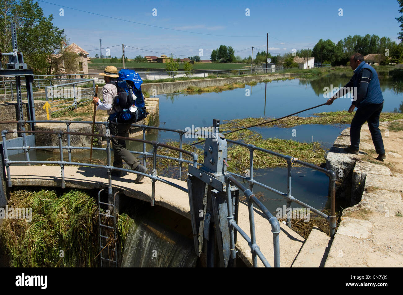 Spain, Castile and Leon, Fromista, a stop on el Camino de Santiago, royal locks, pilgrim and maintenance staff - Stock Image