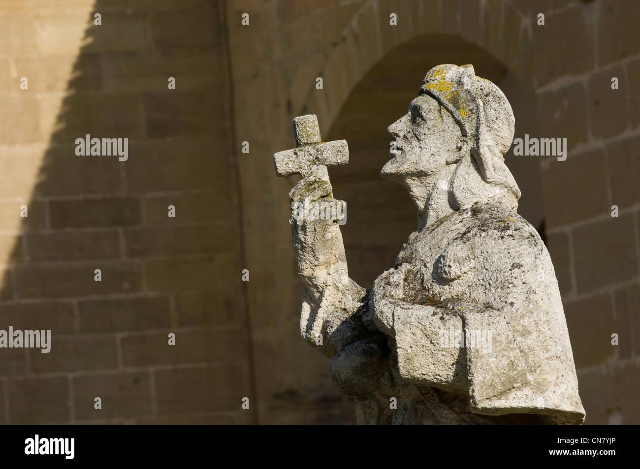 Spain, La Rioja, Santo Domingo de la Calzada, statue of pilgim placed under the protection of Santiago - Stock Image